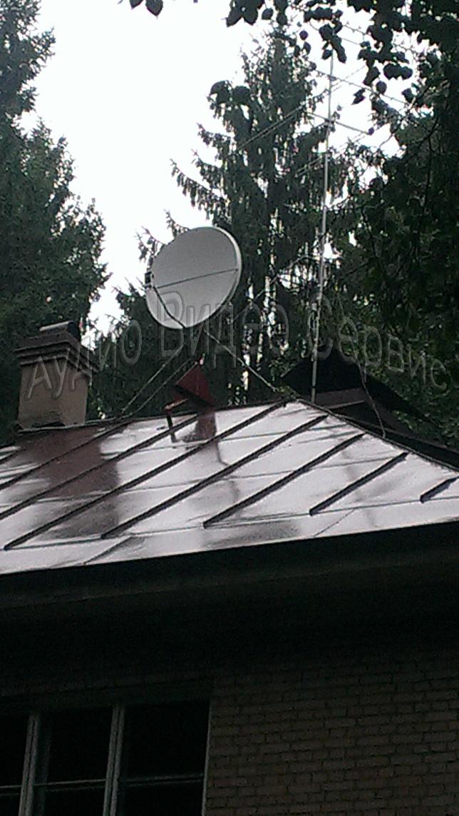 Спутниковая тарелка на крыше
